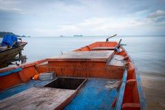 Fiskebåt på stranden Royaltyfria Foton