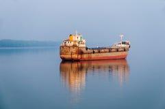 Fiskebåt på Sundarban Arkivfoton