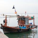 Fiskebåt som parkeras på skeppsdockan Royaltyfri Bild