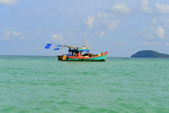 Fiskebåt som svävar i Vietnam Royaltyfria Bilder
