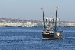 Fiskebåt Stacy Lee på den Acushnet floden Royaltyfria Bilder