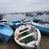 Fiskebåtar Alexandria Beach Egypt arkivfoton