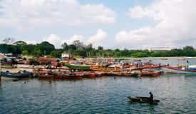 Fiskebåtar i Dar es salaam Royaltyfri Bild