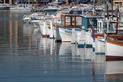 Fiskebåtar i den Vieux porten av Marseille Royaltyfria Bilder