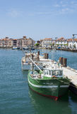 Fiskebåtar i denJean de Luz - Ciboure hamnen Aquitaine, Arkivfoton