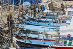 Fiskebåtar i en port av Protaras nära Ayia Napa, Cypern arkivfoto