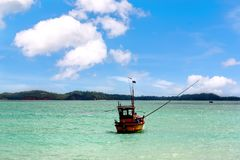 Fiskebåtar i hav Sri Lanka royaltyfria bilder