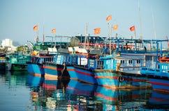 Fiskebåtar i marina på Nha Trang, Vietnam Royaltyfri Fotografi