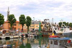 Fiskebåtar i port Rimini Italien Arkivbild