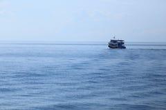 Fiskebåtar och hav Royaltyfria Bilder