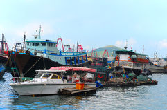 Fiskebåtar på aberdeen, Hong Kong Royaltyfri Fotografi