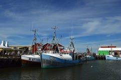 Fiskebåtar på den Gilleleje hamnen royaltyfri bild