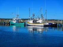 Fiskebåtar på en hamn Arkivfoto