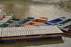 Fiskebåtar på en pir Arkivfoton