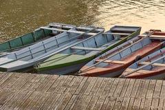 Fiskebåtar på en pir Royaltyfria Bilder