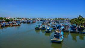 Fiskebåtar på pir i Phan Thiet, Vietnam Royaltyfria Foton