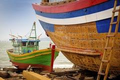 Fiskebåtar Qui Nhon, Vietnam arkivbilder