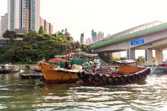 Fiskebåtar som förtöjas på den Aberdeen ön, Hong Kong Royaltyfria Foton