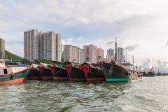 Fiskebåtar som förtöjas på den Aberdeen ön, Hong Kong Fotografering för Bildbyråer
