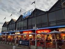 FiskebåthamnFremantle Kailis restaurang Royaltyfria Bilder