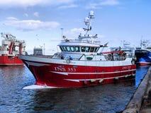 FiskebåtRosebloom INS353 manövrar arkivfoto