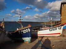 FiskebåtSennen Cove Cornwall Arkivfoto