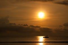 Fiskebåtsoluppgång Royaltyfri Bild