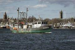 Fiskebåttreklöver med den Fairhaven bakgrunden Arkivfoto