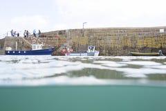 Fiskebåttur från Mouseholehamn royaltyfria bilder