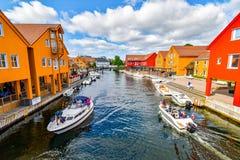Fiskebryggadistrict in Kristiansand, Noorwegen stock foto