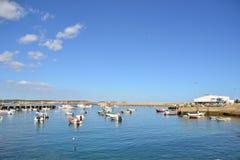 Fiskebåtar Bordeira, Algarve, Portugal Royaltyfria Bilder