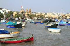 Fiskebåtar i den Marsaxlokk hamnen, Malta Royaltyfri Fotografi