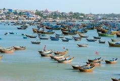 Fiskebåtar Vietnam Arkivfoto