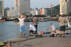 Fiskeentusiaster i shekoufiskeport Royaltyfri Foto
