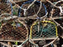 Fiskefiskkorgar på den Craster hamnen Northumberland royaltyfri fotografi