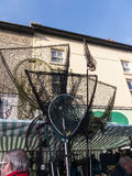 Fiskegodset på försäljning på bönder marknadsför i Lancaster England i mitten av staden fotografering för bildbyråer