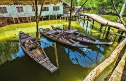 Fiskeläge på ön i South East Asia royaltyfria bilder