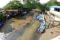 Fiskeläge på Teluk Pahang, Penang, Malaysia arkivfoto