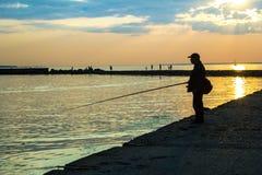 Fiskeman på solnedgången Royaltyfria Bilder