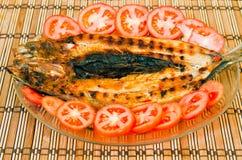 fisken grillade tomater Arkivfoton