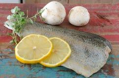 Fisken plocka svamp och kryddar Royaltyfria Foton