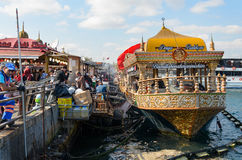 Fisken shoppar på ett fartyg Royaltyfri Bild