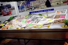 Fisken visade på fisk- och matståndet fotografering för bildbyråer
