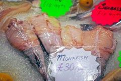 Fisken visade på fisk- och matståndet royaltyfri foto