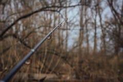 Fiskerulle och stång Selektivt fokusera Selektivt fokusera royaltyfri foto