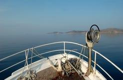 Fiskeserie - pilbåge av fiskebåten arkivfoto