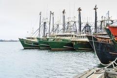 Fiskeskyttlar i port Royaltyfri Fotografi