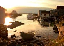 fiskesolnedgångby arkivfoton