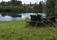 Fiskeutrustning på en bänk Royaltyfria Bilder