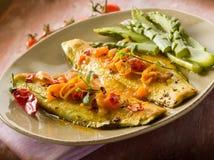 Fiskfilé med den varma chilien för tomat Royaltyfria Bilder
